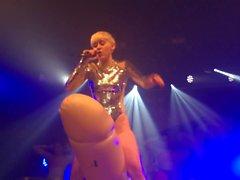 Miley Cyrus - Heavens Nightclub 2014