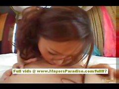Koisaya Çinli kız sert bir horoz sürme hoşlanır