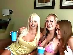 Hot college sluts strip i hotellrummet