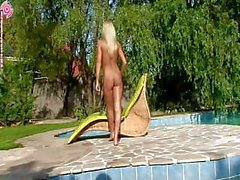 Britney Spring Has Fun On The Pool