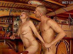 Sıcak kovboy kız deepthroat boşalmak yutmak