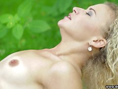 Ravishing blonde exchanges oral pleasures with her boyfriend outside