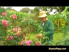 Voyeur papy ama groupsex ao ar livre