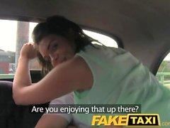 Arka koltukta taxi üçlü FakeTaxi Eğlenceli zaman Birkaç