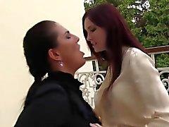 Pee lesbienne de fétiche imbibé
