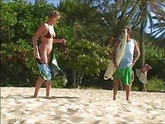 Carli Banks allant nu sur Surfbeach