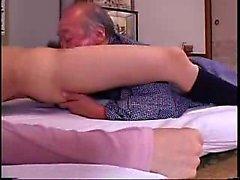 Povekas japanilaiset housewife jossa on vanha miehen ulkona syöminen hänelle hehtaaria