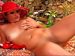 talong gets her shaved pussy licked outdoor