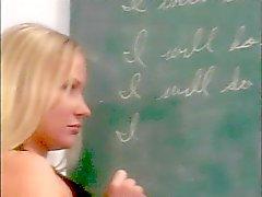 Kåta lärare spanks en sexig cheerleader