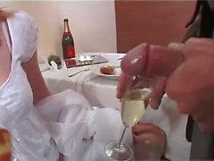 Britische Braut Getränke piss, tief anal, furzen und dirty talk