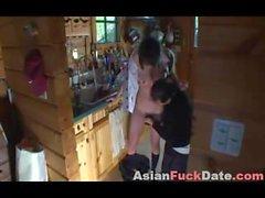 Азиат подростков с более старым Турист