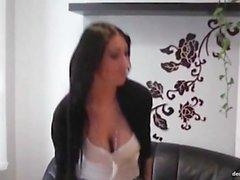 Tracy geniesst es beim Pornocasting mal so geil gefickt zu