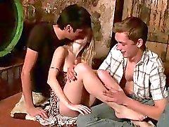 Betrunkene Jugendliche unter Dreier