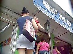 молодые мамой под юбкой