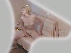 Amica si masturba mentre legge - Girl masturbate