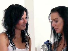 HITZEFREI Texas Patti anal strap-on with girlfriend