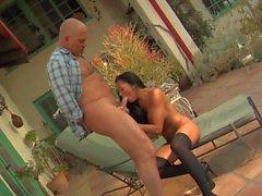Audrey Bitoni grosse charge sur les seins
