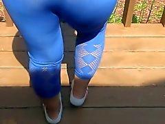 Mavi tozluk seksi bir eşimin kıç