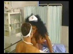 Gros seins infirmière