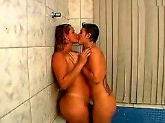 Otras mujeres desnudas besandose en la a Boca muy rico