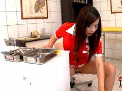 Une infirmière asien crépu Tigerr Benson dénude son Grand cruches
