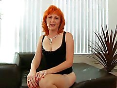 Redhead MILF vittuile karvainen pussy