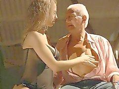 Caliente hijo Chicas seduzca un abuelo cachonda