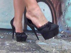 High Heels Walk und Wichsanleitung JOI mit Public Demütigung