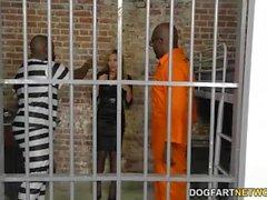 Subil Arch tar två BBCs i fängelse