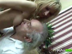 Handikapparkering gammal man knullar ungt blond tonåring