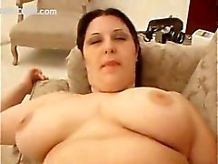 BBW Mia Shows That Fat Girls Give The Best Handjobs