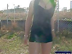 dangereux nudité en public étudiant de Rowena