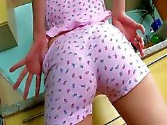 Pussy finger och dildoing i köket