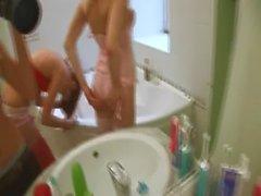 tuvalette Amerikalı ciddi bir Dildo Test