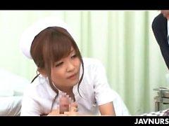 Personnel infirmier Japon horny étudiants ayant un ménage à trois à l'œuvre