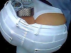 I pantaloni bianchi , culo superbo , thong bianco.