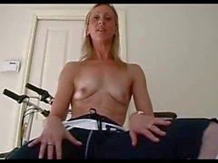 amateur flexible gym girl