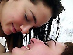 Горячие волосатое тело лесбиянка брюнетками ебать комната в спальне