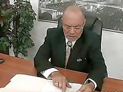 Unga sekreterare fucks hennes gamla chef