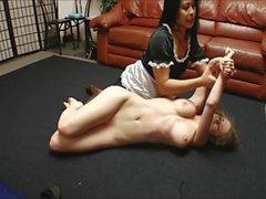 Emily de Addison a dominé déshabillé et mettre dans le lit