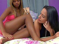 Brasileño lésbico pie interracial de relaciones sexuales el frenesí 2 del