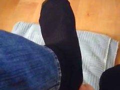 Under synkät sukkasillaan