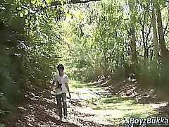 Burschen bareback in der Wald