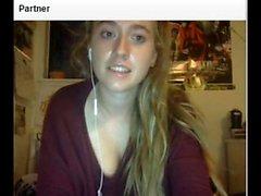 Vakuuttava Näyttävä nuorukainen masturboida kiinni webbikamera