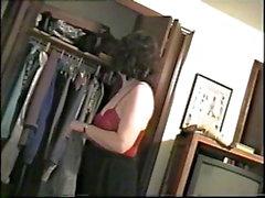 beobachtete seine Frau ausziehen