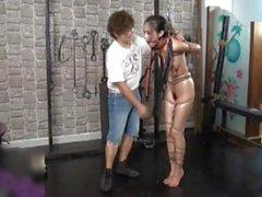 Elegent kiinalainen Alaston malli Anke BDSM