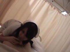 Belle et lubrique infirmière japonaise profiter de sexe chaud avec
