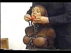 Очень милый Andrea Neal обязана , замолчать и с завязанными глазами , носить сексуальный обмундирование