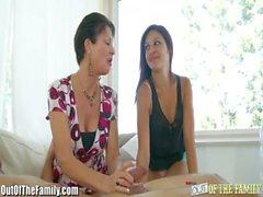 Gençlik Annemin horoz Emiş ile Onun öğrenir