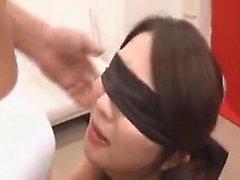 Asiatischer Fußfetisch und Blowjob mit niedlicher Teen Nymphe